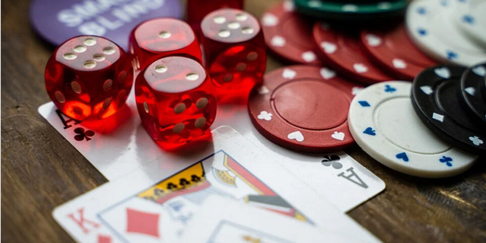 Why Casinos Give Bonuses To Their Players
