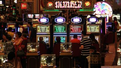how to play live casino games for free
