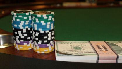 how casinos make money